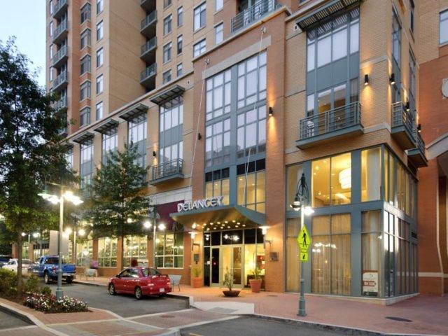 Luxury 2 bedroom/2 bath Sublet (Re-let) Arlington,VA